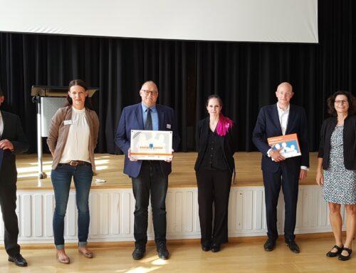 """Albert-Schweitzer-Schule ist 100. sozialgenial-Schule in Hessen: Kultusminister Lorz lobt """"herausragendes Konzept"""""""